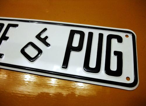 BEWARE OF PUG アルミ製スモールサインボード