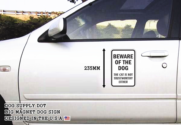 BEWARE OF THE DOG THE CAT IS NOT TRUSTWORTHY EITHER マグネットサイン