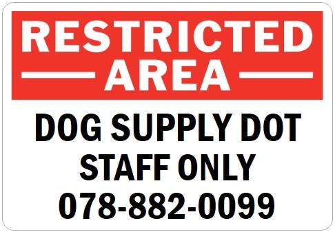 英語や数字・記号でアメリカンなオリジナルマグネット看板が作れるオーダーメイドのマグネットサイン:RESTRICTED -AREA-