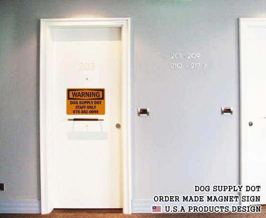 英語や数字・記号でアメリカンなオリジナルマグネット看板が作れるオーダーメイドのマグネットサイン:WARNING(ORANGE)