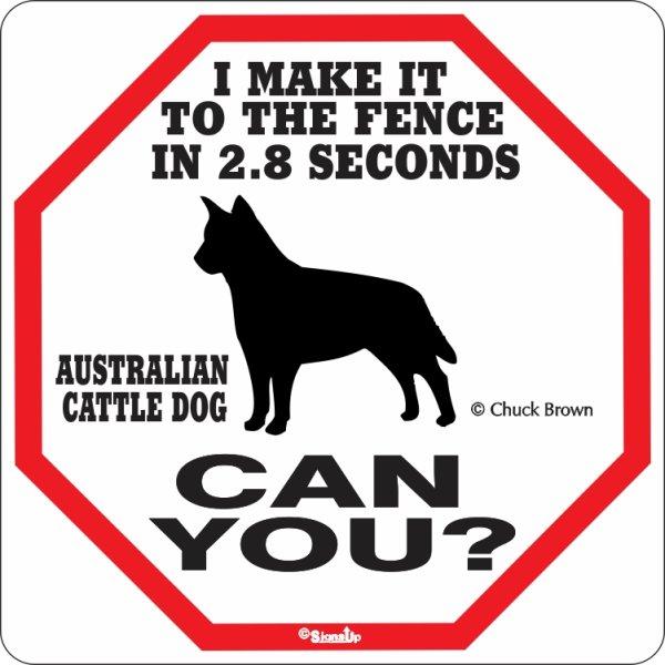 画像1: オーストラリアンキャトルドッグ警戒中 英語看板 アメリカ輸入サインボード:I MAKE IT TO THE FENCE IN 2.8 SECONDS オーストラリアンキャトルドッグ CAN YOU? [MADE IN U.S.A] (1)