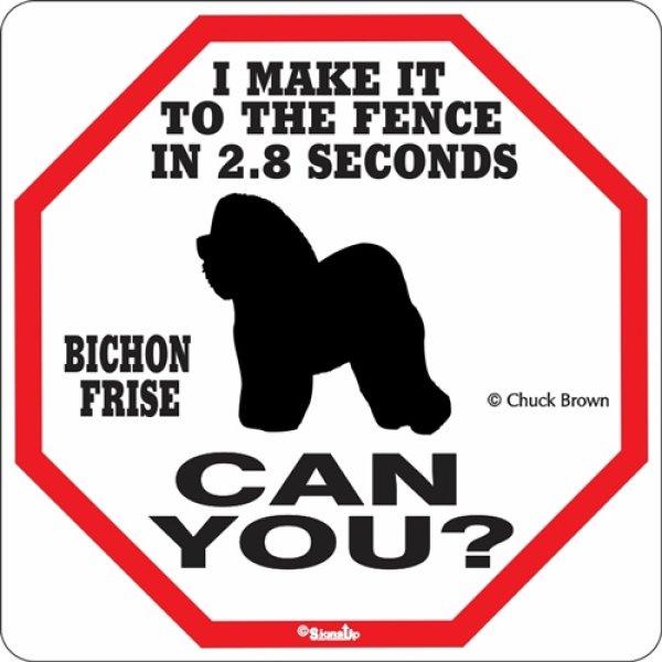 画像1: ビションフリーゼ警戒中 英語看板 アメリカ輸入サインボード:I MAKE IT TO THE FENCE IN 2.8 SECONDS BICHON FRISE CAN YOU? [MADE IN U.S.A] (1)