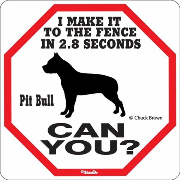 画像1: ピットブル警戒中 英語看板 アメリカ輸入サインボード:I MAKE IT TO THE FENCE IN 2.8 SECONDS PIT BULL CAN YOU? [MADE IN U.S.A] (1)