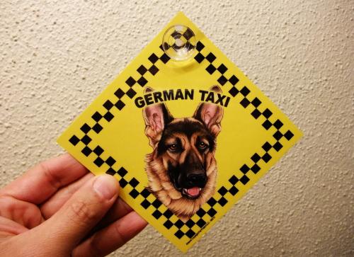 ジャーマン・タクシーのラミネートサイン(吸着盤つき)