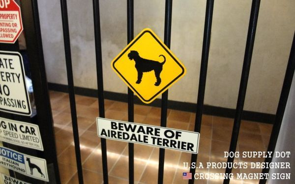 BEWARE OF AIREDALE TERRIER Mサイズと黄色い注意標識エアデールテリアSサイズとの組み合わせ