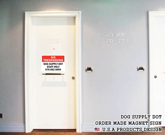 英語や数字・記号でアメリカンなオリジナルマグネット看板が作れるオーダーメイドのマグネットサイン:NO TRESPASSING