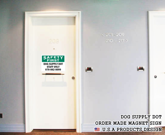 英語や数字・記号でアメリカンなオリジナルマグネット看板が作れるオーダーメイドのマグネットサイン:SAFETY FIRST